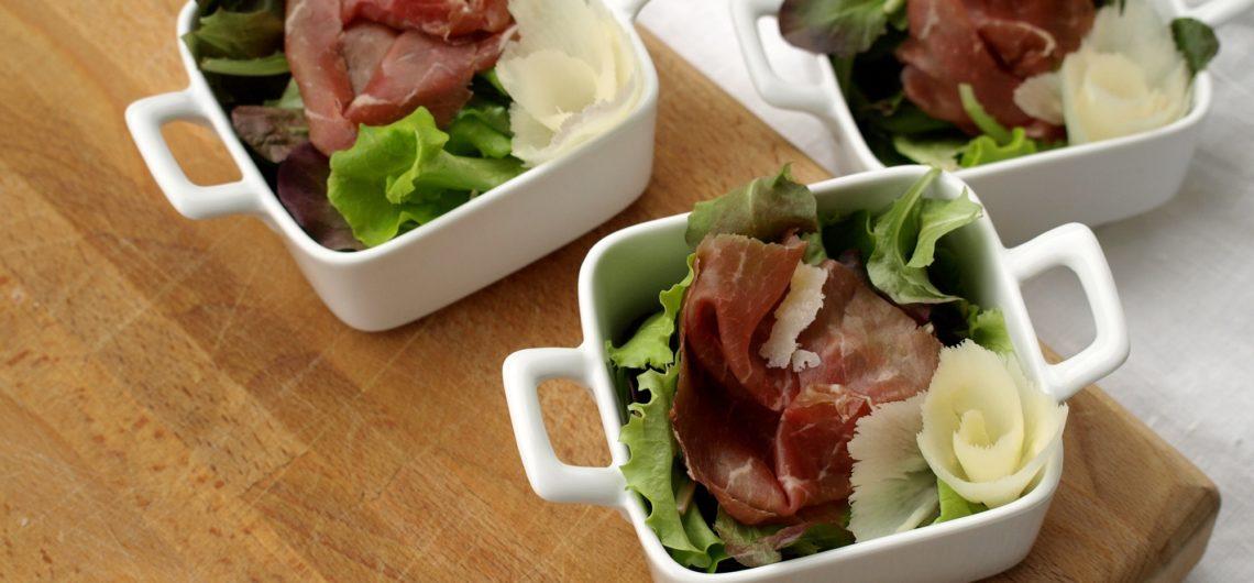 insalata con asparagi crudi di zambana carne salada e trentingrana