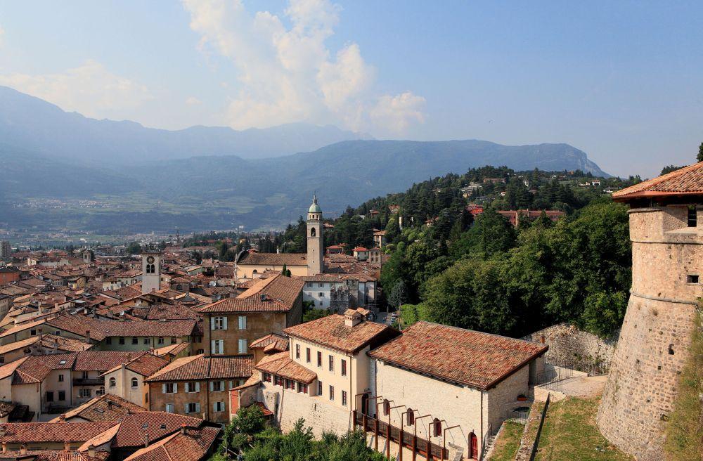 Rovereto, castello e panorama (foto Pio Geminiani)